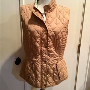 Lilly Pulitzer Blake quilted vest in Carmel!